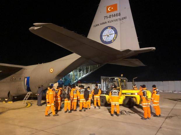 Son dakika | MSB, deprem bölgesine uçak ve helikopter desteği sağladı