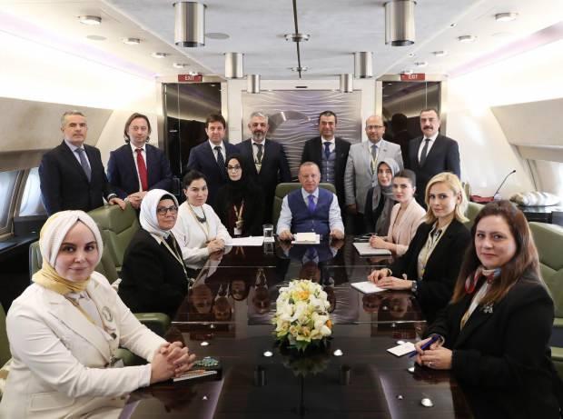 Cumhurbaşkanı Recep Tayyip Erdoğan, aralarında Haber7 Yazarı Esra Elönü'nün de bulunduğu gazetecilerin sorularını yanıtladı.