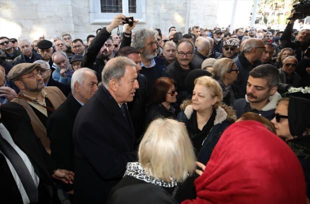 Törene katılan Milli Savunma Bakanı Hulusi Akar, Dönmez'in yakınlarına baş sağlığı diledi.