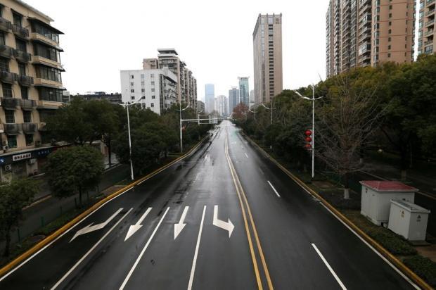 Corona virüsünün ilk ortaya çıktığı Wuhan kenti büyük ölçüde hayalet kasabaya dönüştü