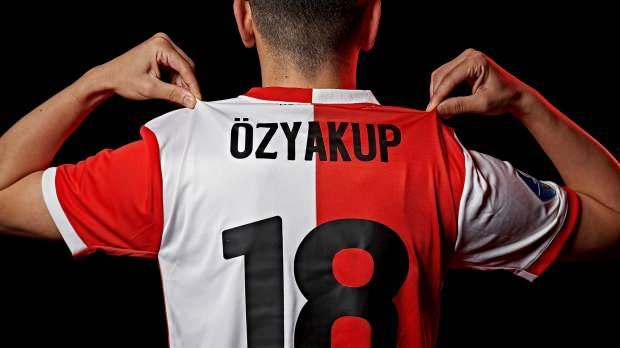 Oğuzhan Özyakup, Feyenoord'da 18 numaralı formayı giyecek.