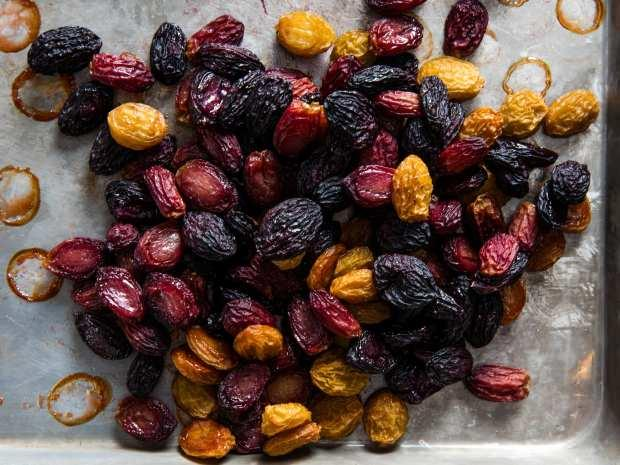 kurutulmak üzere fırına atılan üzümler