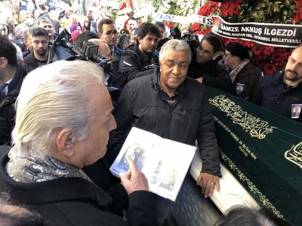 """""""Ömercik"""" lakaplı, ünlü sinema oyuncusu Ömer Dönmez, 60 yaşında son yolculuğuna uğurlandı."""