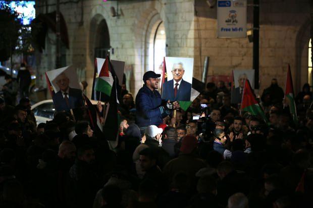 Batı Şeria'nın Ramallah kentinde toplanan yüzlerce Filistinli, ABD Başkanı Donald Trump'ın sözde Orta Doğu barış planını protesto etti. Göstericiler, Filistin Devlet Başkanı Mahmud Abbas'ın posterlerini taşıdı.
