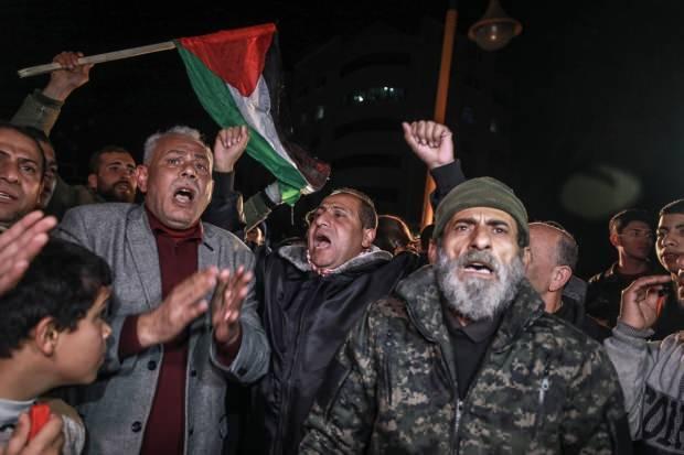 Gazze'de toplanan yüzlerce Filistinli, ABD Başkanı Donald Trump'ın sözde Orta Doğu barış planını protesto etti. Göstericiler, sözde Orta Doğu barış planını kınayan sloganlar attı.