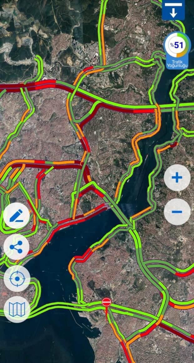 İstanbul'da köprülerdeki ve Avrasya Tünelindeki trafik yoğunluğunu gösteren harita...