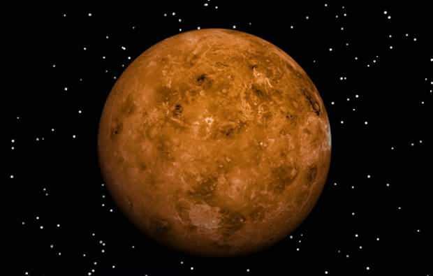 Atmosfer bulunmasına rağmen içeriğinde karbondioksit fazla bulunur. Bu da yüzeydeki suyu azalmıştır.