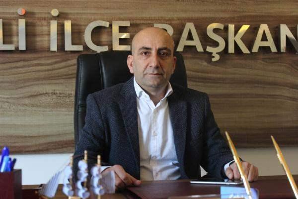 AK Parti Çiğli İlçe Başkanı Sedat Karateke....