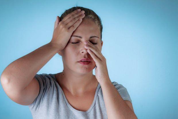 burun kemiği ağrısı baş ağrısına neden olduğu gibi baş ağrısı da burun kemiği ağrısında neden olabilir