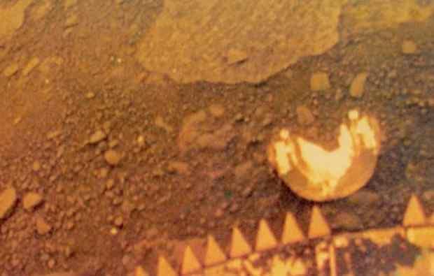 Venüsün yakından yüzeyi