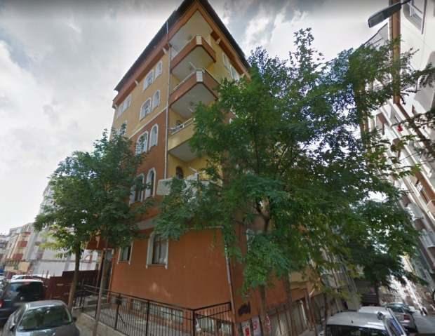 İstanbul Bahçelievler'de depremde ağır hasar alarak boşaltılan ve bugün çöken binanın çökmeden önceki görüntüsü ortaya çıktı.