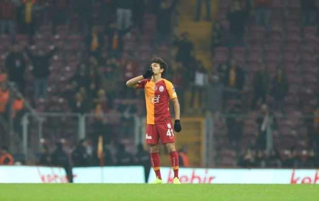 Mustafa Kapı, 16 yıl 4 ay 15 günle Galatasaray tarihinin Süper Lig'de forma giyen en genç futbolcusu.