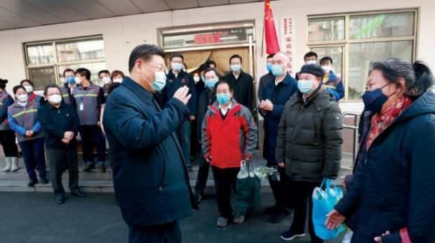 Çin Devlet Başkanı Şi Cinping, koronavirüsünün yayılmaya başlamasından bu yana ilk kez, vatandaşlarına moral vermek için maske takarak halkın arasına karışmıştı