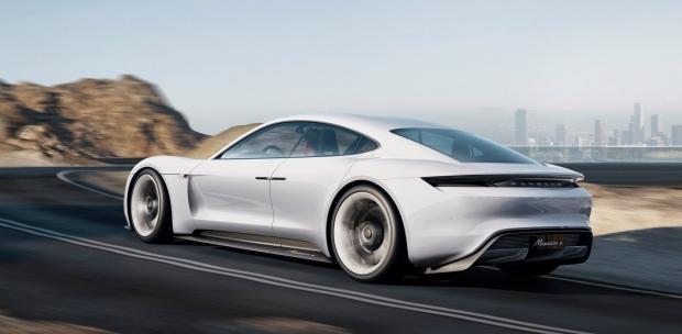 8DKBR 1582027506 9338 - Bill Gates aldığı elektrikli otomobil ile Musk'ı üzdü