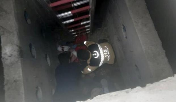 Kanalizasyon çukuruna düşen işçi kurtarıldı