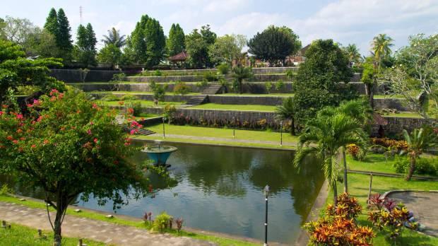 Narmada Su Parkı yeşilin her tonunu sunuyor.