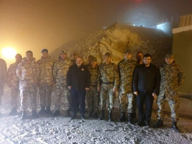 Sanayi ve Teknoloji Bakanı Mustafa Varank, Selçuk Bayraktar ile birlikte İdlib'teki kuvvetlere elektronik destek veren Hatay'daki sınır karakollarında bulunan personeli ziyaret etti.
