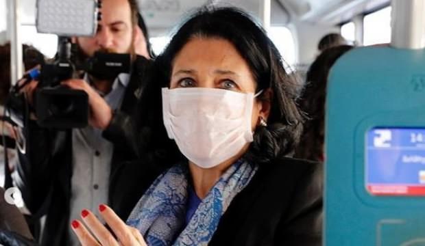 Zurabişvili'den maskeli önlem