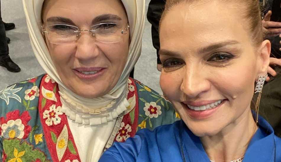 Ebru Akel'den Emine Erdoğan ile selfie paylaşımı!