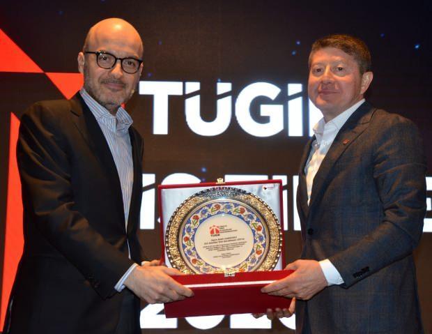 Konuşmanın ardından TÜGİK Başkanı Erkan Güral, Samsunlu'ya plaket verdi.