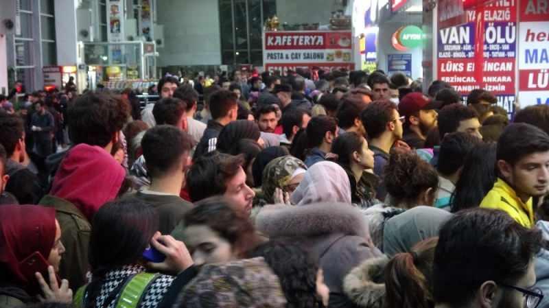 Son dakika - Sivas'ta öğrenciler otogarlara akın etti