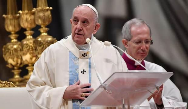 Papa ile aynı konutta kalan rahipte koronavirüs tespit edildi