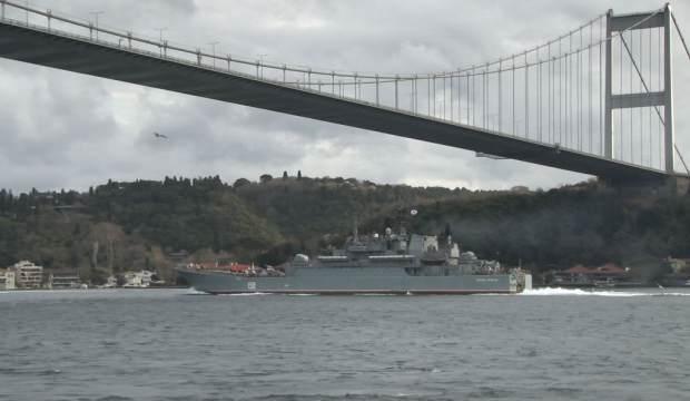 Rus savaş gemisi İstanbul Boğazı'ndan geçti 1