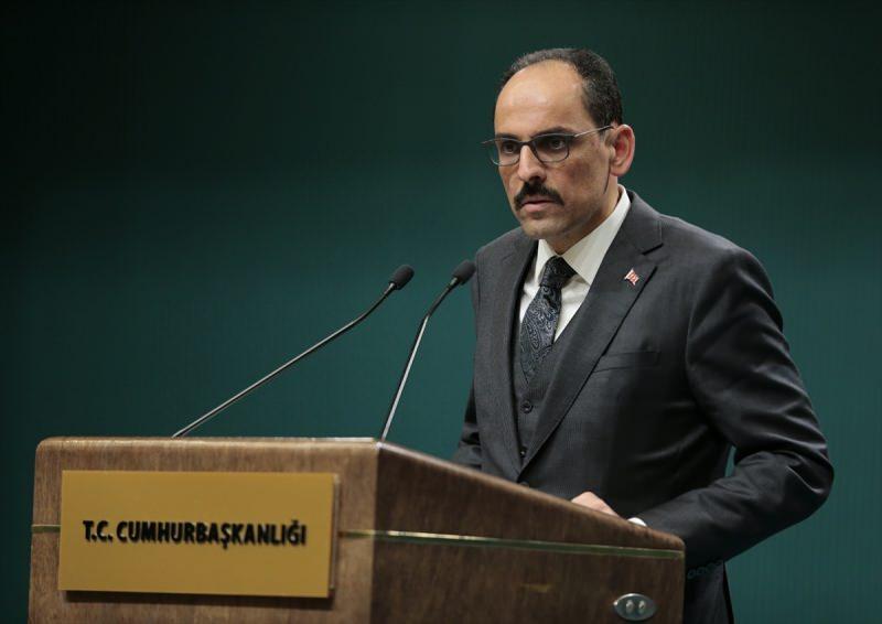 Cumhurbaşkanlığı Sözcüsü İbrahim Kalın, Türkiye Cumhurbaşkanı Recep Tayyip Erdoğan başkanlığında yapılan yeni tip koronavirüs (Kovid-19) salgınına karşı alınacak tedbirlere ilişkin yapılan toplantının ardından açıklamalarda bulundu.
