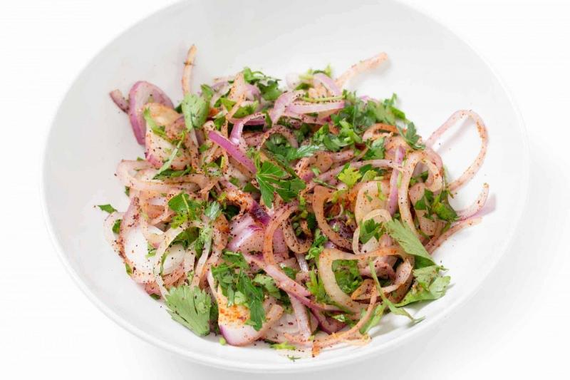 suamklı soğan salatası