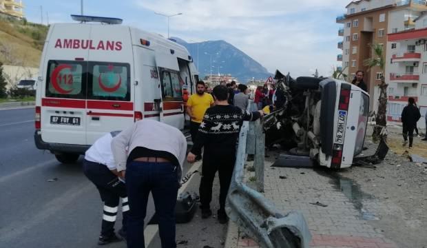 Antalya'da feci kaza! Baba öldü, oğlu yaralandı