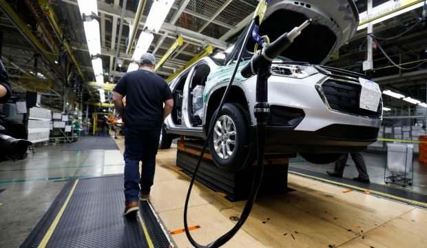 Otomobil devleri Nisan'da üretimi durduruyor