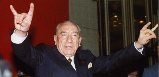Alparslan Türkeş açık açık başkanlığı yazmış