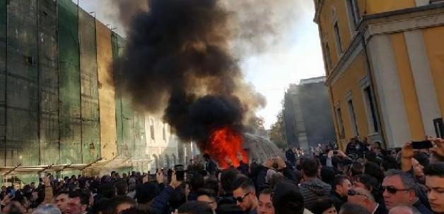 Arnavutluk'ta muhalifler polisle çatıştı