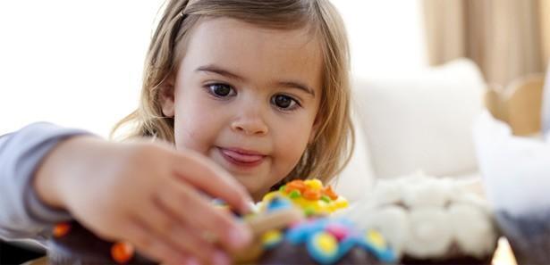 Bayram şekerlerinin çocuklara zararı
