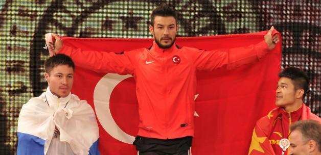 Daniyar İsmayilov dünya şampiyonu oldu