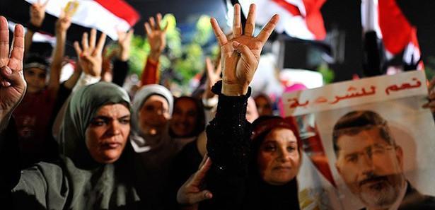 Darbe karşıtlarının özgürlük sembolü: Rabia işareti
