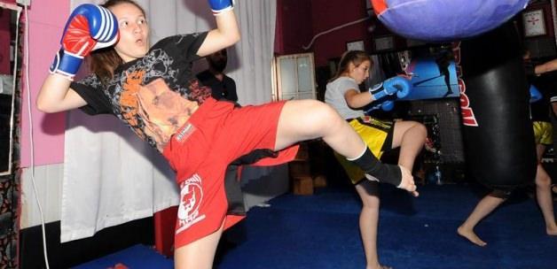 Kick boksun gelecek vadeden yıldızı Beyza Çelik