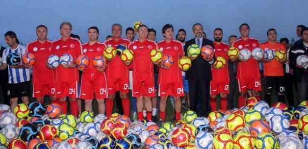 Futbolun ustaları Ağrı'da gençlerle buluştu