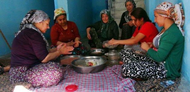 Gaziantep'te kadınlar yuvalama için ter döküyor