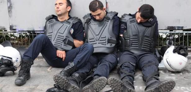 Devlet memuru 160 saat polis ise 400 saat...