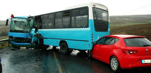 Halk otobüsleri kafa kafaya çarpıştı: 1 ölü
