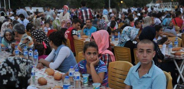 İHH'dan 255 yetim çocuğa iftar yemeği