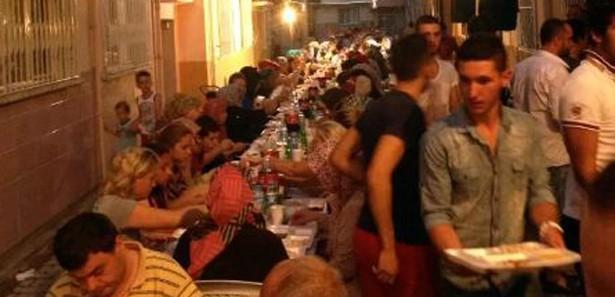 İzmir'de 750 kişilik kardeşlik iftarı