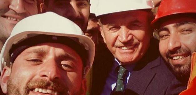 Kadir Topbaş işçilerle selfie pozu verdi