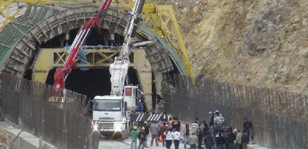 Demiryolu inşaatında göçük: 1 ölü!