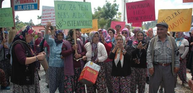 Köylülerden HES'e karşı tenekeli protesto