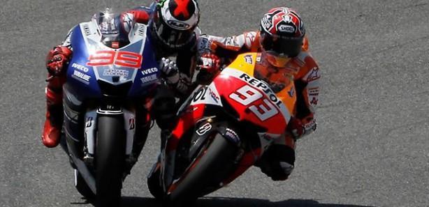 Lorenzo kazandı, Marquez diskalifiye edildi
