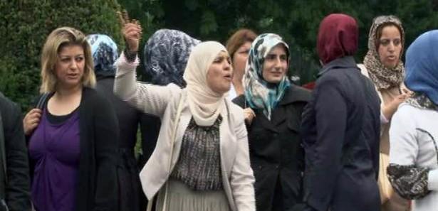 Müslüman çocuklara tacize tepkiler büyüyor