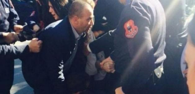 Arnavut Başbakanı'na yumurtalı saldırı