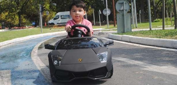 Oğlu Için Son Model Araba Yaptı Neler Oluyor Hayatta Haberleri